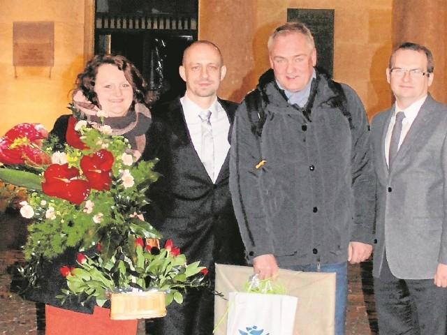 Pamiątkowe zdjęcie. Od lewej: Joanna Soja-Tońska, Waldemar Kuszewski, Andrzej Dobber i Jacek Masztakowski.