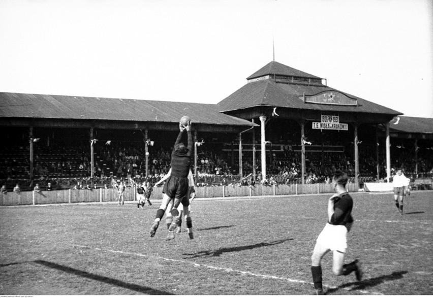 Fragment meczu na stadionie Wisły w 1931 roku
