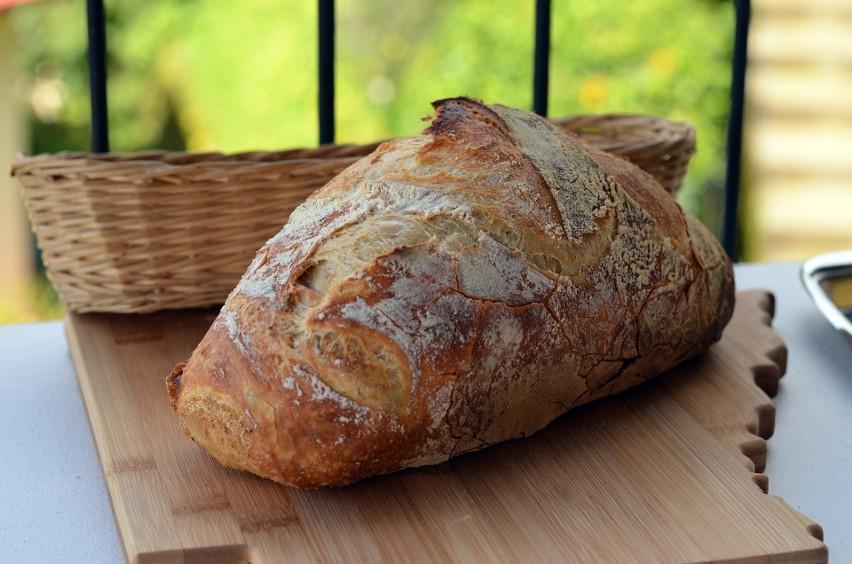 Składniki: 830 g mąki pszennej chlebowej, 80 g mąki żytniej...