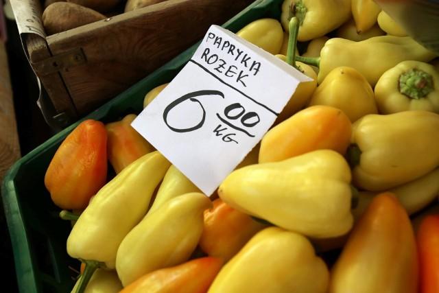 Ceny warzyw i owoców na targowisku miejskim w Katowicach