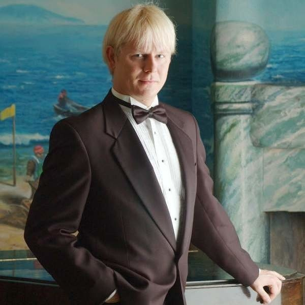 Piotr Lempa pochodzi z Dobrodzienia, dzisiaj mieszka i śpiewa w Londynie.