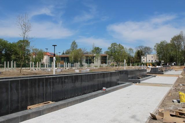 Prace w parku miejskim w Miechowie