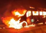 Wypadek w Kopciowicach. Bus zderzył się z ciężarówką i stanął w płomieniach. W środku byli pasażerowie