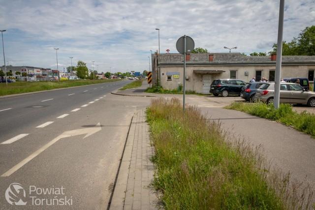 Stało się! We wtorek, 1 czerwca, zakupiono działki pod budowę nowej siedziby Starostwa Powiatowego w Toruniu. Gmach powstanie przy ul. Skłodowskiej-Curie, 4 km na wschód od obecnej lokalizacji. Przypomnijmy, że Starostwo Powiatowe mieści się przy ul. Towarowej.
