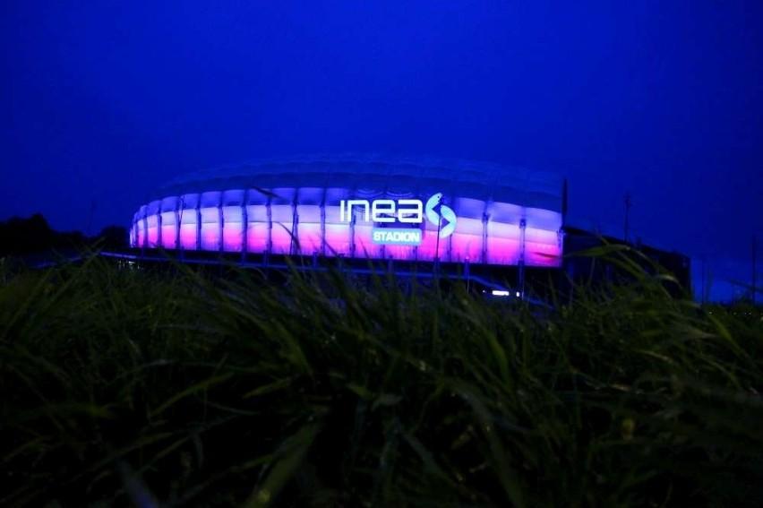 Inea Stadion w Poznaniu biało-czerwony w Dniu Flagi Narodowej