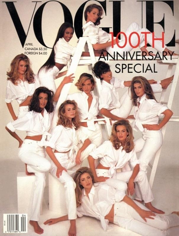 1992 rok. Jubileuszowa okładka na setne urodziny Vogue'a. Zbiorowe zdjęcie topowych modelek lat 90. Na zdjęciu zobaczymy m.in. Claudię Shiffer, Cindy Crawford i Lindę Evangelistę. Vogue w swojej historii posiada wiele zbiorowych sesji okładkowych.