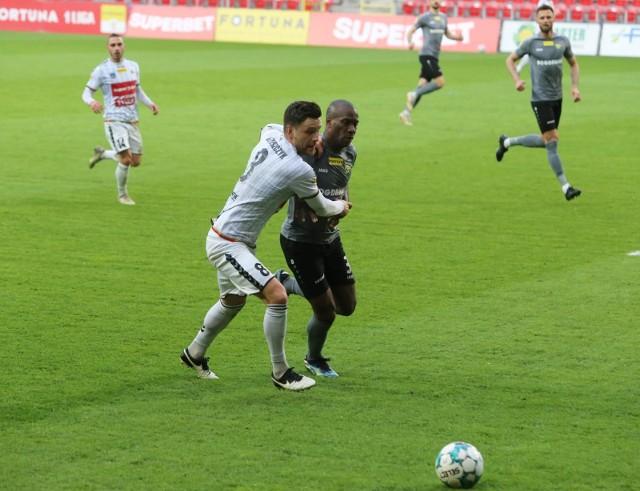 Kapitan GKS-u Tychy Łukasz Grzeszczyk (nr 8) został zawieszony na trzy mecze.