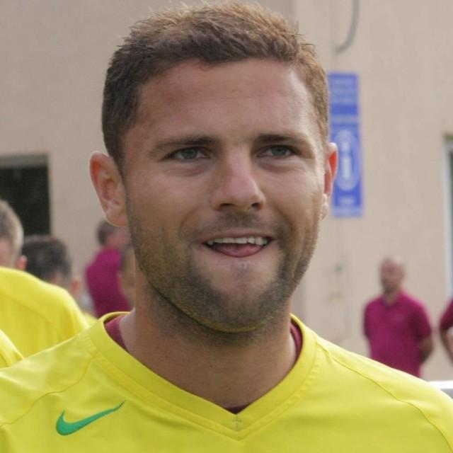 Lachowski strzelił jedynego gola dla Leśnicy, który nie wystarczył do awansu.