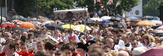 Najświętszy Sakrament w procesji Bożego Ciała