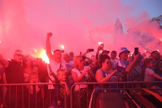 Na stadionie na Cichej Ruch Chorzów hucznie pożegnał się z III ligąZobacz kolejne zdjęcia. Przesuwaj zdjęcia w prawo - naciśnij strzałkę lub przycisk NASTĘPNE