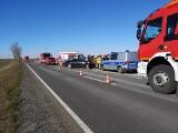 Wypadek pod Międzyrzeczem. Volkswagen zderzył się z pojazdem żandarmerii. Na miejscu pojawił się śmigłowiec LPR