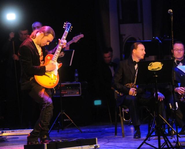 Bohaterem wieczoru był Michał Trzpioła. Młody, ale bardzo zdolny gitarzysta z Radomia grał solowe popisy na gitarze.