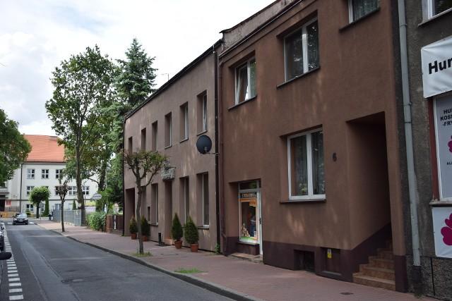 Jadwiga A. mieszkała i przyjmowała pacjentów w kamienicy przy ulicy Sienkiewicza w Wieluniu. Słuch o lekarce zaginął w maju 1995 r. CZYTAJ DALEJ >>>>