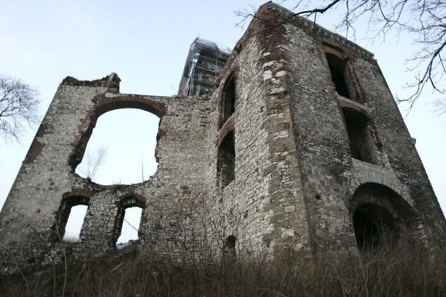 Ruiny zamku w Tenczynku, miejsce nocnych podchodów