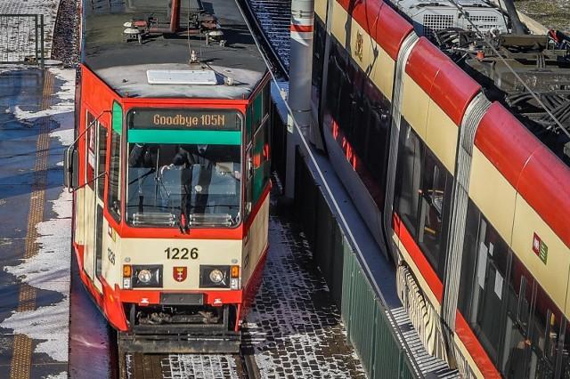 Ostatni przejazd kultowego tramwaju Konstal 105N