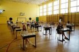 Poznańska szkoła podstawowa zorganizowała próbne egzaminy ósmoklasistów tylko dla obcokrajowców? Dyrektor odpiera zarzuty