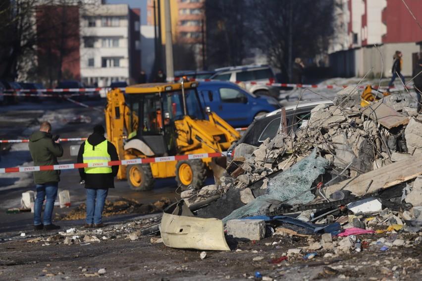 Wybuch zrównał z ziemią trzy garaże. Uszkodził kilkanaście...