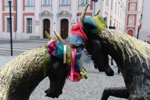 Noc Kupały w Poznaniu: Na pomnikach pojawiły się wianki