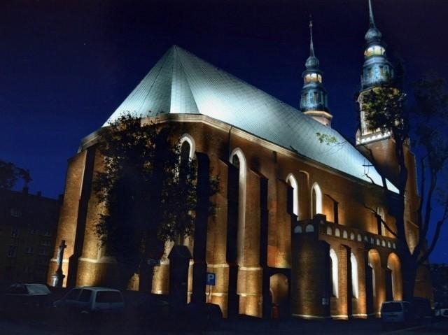 Dotację otrzymała także katedra na  prace konserwatorskie przy drewnianych drzwiach.