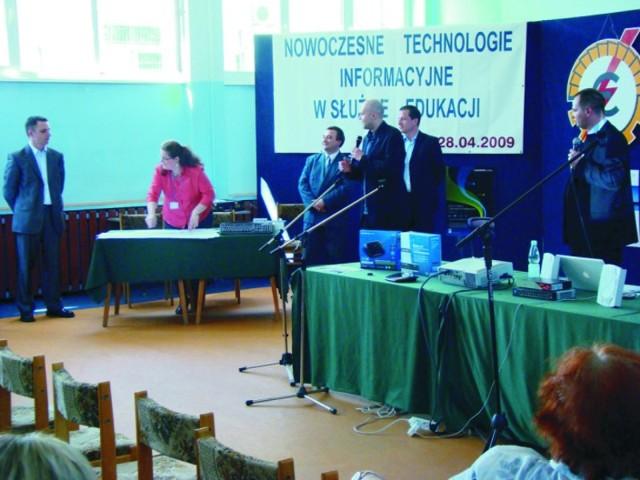 Na zakończenie spotkania rozlosowano wśród uczestników nagrody ufundowane przez firmy Microsoft, konsorcjum FEN oraz OEIiZK.
