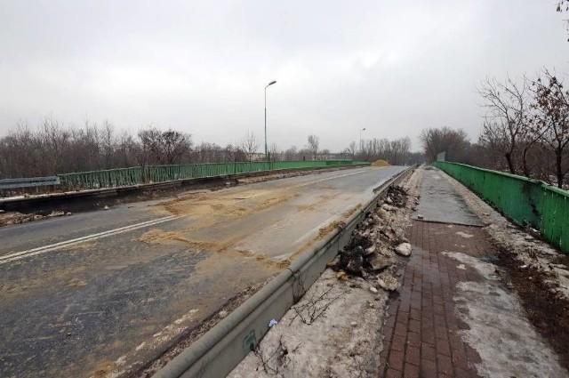 W lutym tymczasowo zamknięto wiadukt z powodu pęknięcia. Zobacz kolejne zdjęcia. Przesuń zdjęcia w prawo - wciśnij strzałkę lub przycisk NASTĘPNE