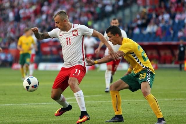 To już ostatni test przed Mundialem w Rosji. W potyczce z Litwą Adam Nawałka postawi na zawodników, którzy w klubach grali mniej, szansę dostanie także kilku dublerów. Na jaką jedenastkę zdecyduje się selekcjoner? Oto przewidywany skład Polaków na mecz z Litwą!