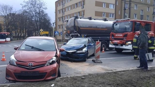 Niebezpieczne skrzyżowania w Częstochowie. Tu jest najwięcej kolizji i wypadków. Zobacz kolejne zdjęcia. Przesuwaj zdjęcia w prawo - naciśnij strzałkę lub przycisk NASTĘPNE
