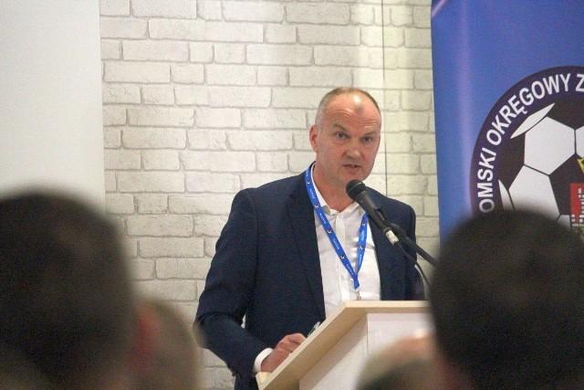 Sławomir Pietrzyk, prezes Radomskiego Okręgowego Związku PIłki Nożnej uważa, że kluby wcale nie oszczędzą