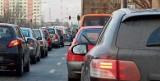 Duże zmiany dla pieszych i kierowców. Kary za telefon na przejściu dla pieszych i jazdę na zderzak, mniejsza prędkość w mieście