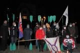Bydgoscy kajakarze pożegnali symbolicznie Olka Dobę. Brdą popłynął wieniec [zdjęcia]