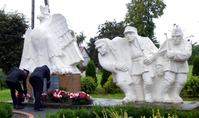 Główne uroczystości rocznicowe rozpoczną się w niedzielę, o godzinie 16, przed Pomnikiem Trzech Żołnierzy w Ksanach koło Opatowca.