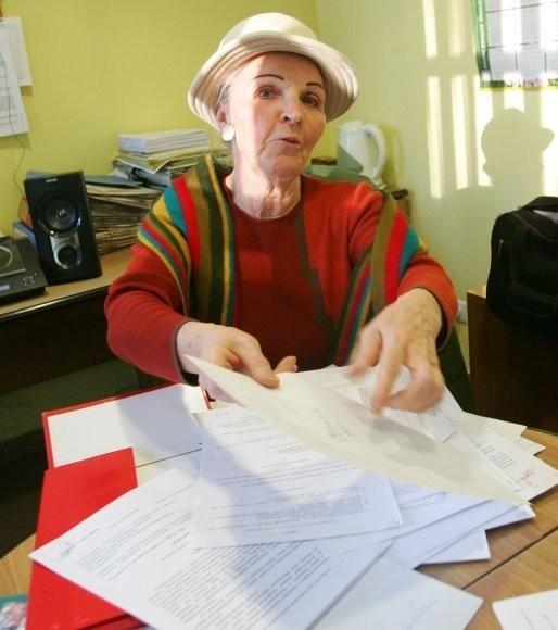 Doszło do tego że zbierano podpisy pod uchwałą, a później okazało się, że mogły zostać sfałszowane - mówi Teresa Żarnowska pokazując oświadczenie jednego z lokatorów, Mariana Ś., że jego podpis został na uchwale podrobiony.