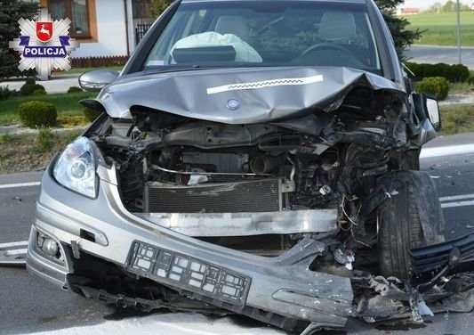 Wypadek w Wielączy. Do szpitala trafiły trzy osoby