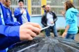 Wypracowaniem w szkolnego palacza - jak szkoły radzą sobie z palącymi uczniami?