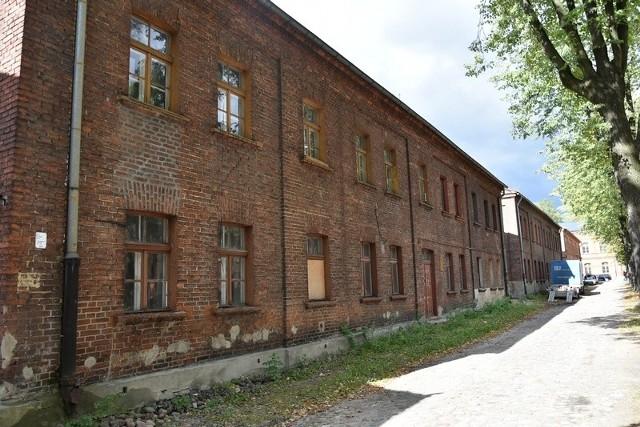 Kapitalny remont czeka m.in. te dwa budynki przy ul. Księży Młyn 8 i 10.