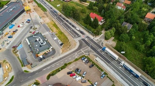Zakończyła się przebudowa skrzyżowania DK 94 z ul. Reformacką w Wieliczce. Inwestycja zrealizowana w partnerstwie publiczno-prywatnym kosztowała 3 mln zł