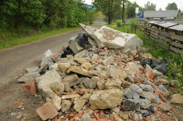 W Poznaniu i okolicach powstaje coraz więcej dzikich wysypisk śmieci z materiałami budowlanymi