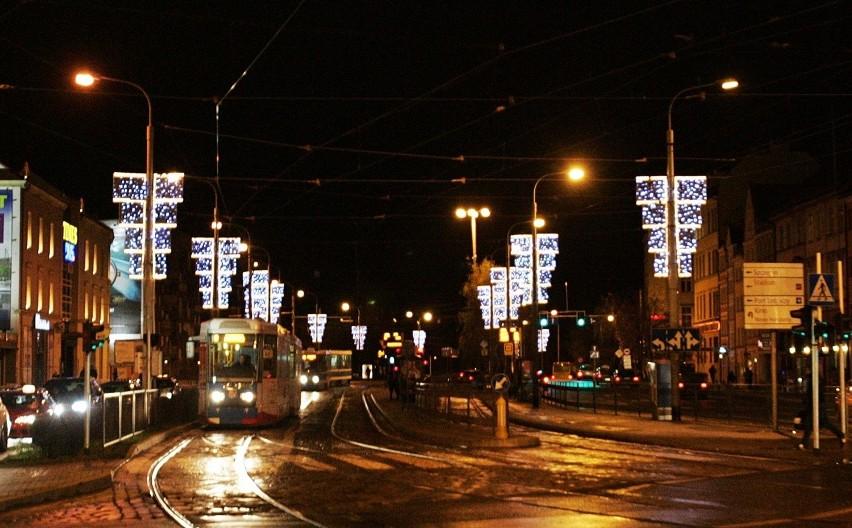 Wrocław: Świąteczna iluminacja już świeci, ale bez choinki (ZDJĘCIA)