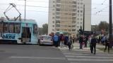 Wypadek na skrzyżowaniu ul. Bratysławskiej z Wileńską. Tramwaj zderzył się z bmw