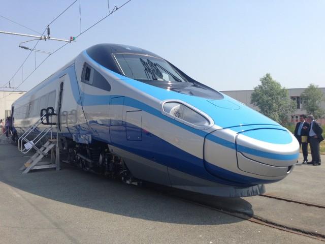 """""""Mieli określoną, wyznaczoną zgodnie z umową datę, w której to Pendolino, które testowało wstępnie jazdę miało uzyskać certyfikację Urzędu Transportu Kolejowego. Już wiemy, że tej certyfikacji to Pendolino nie uzyskało"""" - komentuje wicepremier Piechociński zamieszanie z kontraktem między Alstomem a PKP."""