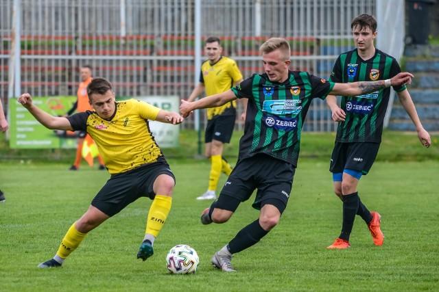 Naprzód Jędrzejów (żółta koszulka) już w ten weekend może zapewnić sobie utrzymanie w lidze