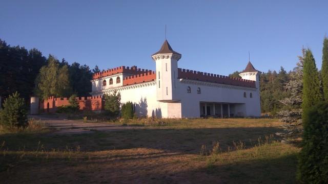 Zamek w Rybołach to jedna z największych ciekawostek architektonicznych w Podlaskiem