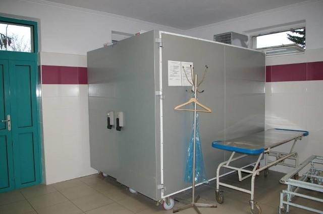 W szpitalnej chłodni miejsca na ciała zabrakło już w weekend. Wypełniona jest też ta dostępna na gorlickim Cmentarzu Komunalnym