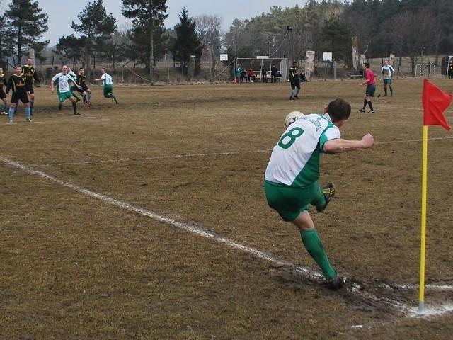 W derbach regionu w IV lidze, Anioly Garczegorze przegrały z Pomorze Potęgowo 1:2 (1:1).