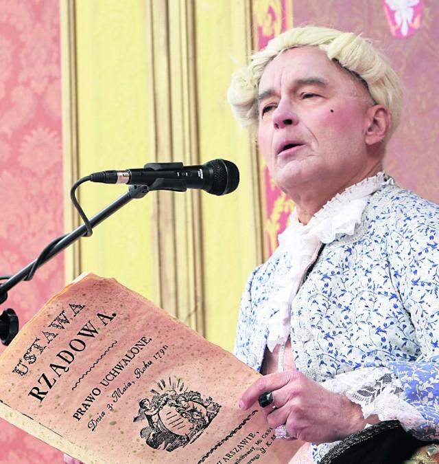 Stanisław August Poniatowski czyta konstytucję (inscenizacja w Warszawie)