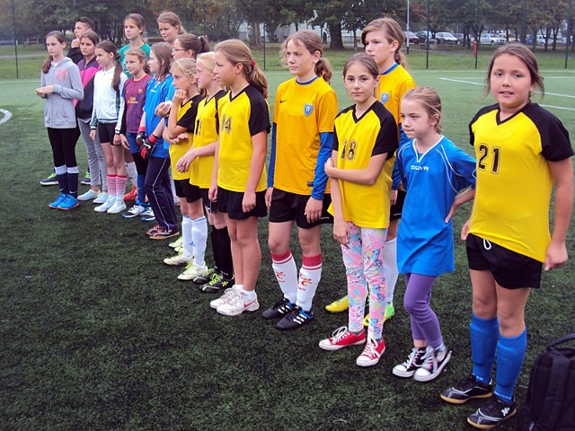 Uczestniczki pierwszego turnieju z udziałem dziewcząt z poznańskich szkół podstawowych