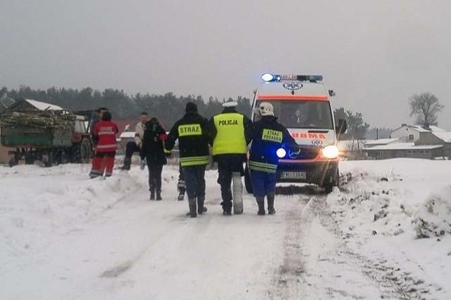 Trwają poszukiwania mężczyzny, który w czwartek uciekając przed policją staranował radiowozy. Rannych zostało trzech policjantów.