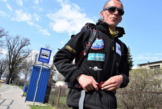 Grzegorz Stenka przemierza Europę. 8 kwietnia, w dniu swych 35. urodzin, wyruszył z Ustki, by po 7 miesiącach wędrówki dotrzeć do Cabo da Roca w Portugalii, najdalej na zachód wysuniętego zakątka naszego kontynentu. Obecnie podróżnik idzie przez powiat inowrocławski
