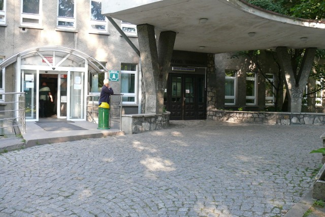 Prokuratorzy po raz kolejny przyglądają się pracy szpitala w Skierniewicach