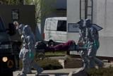 Ewakuacja zakażonych koronawirusem z centrum opieki Salus w Kaliszu. Chorzy trafili do szpitala w Wolicy